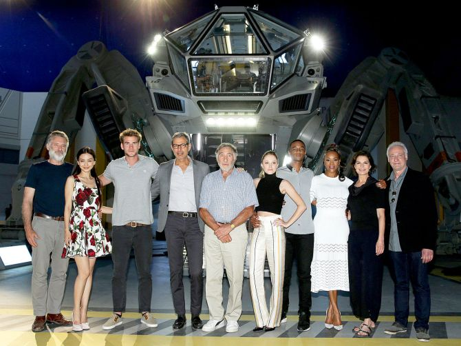 independence-day-2-resurgence-cast-image
